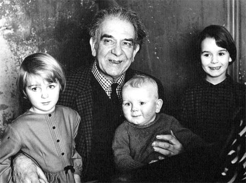 Gaze_Cooper_and_Grandchildren